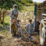 Bauern beim Schlafmohnanbau  Bild (Ausschnitt): ©  Defence Images [CC BY-NC 2.0]  - flickr
