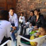 UNHCR Kolumbien UNHCR-Vertreter im Gespräch mit Vertriebenen in Kolumbien. | Bild (Ausschnitt): ©  UNHCR/ACNUR Américas [CC BY-NC-SA 2.0]  - Flickr